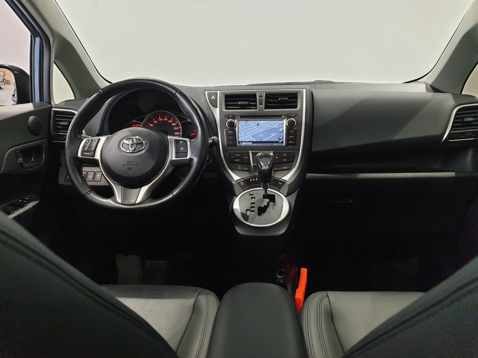 Toyota-Verso-S-31