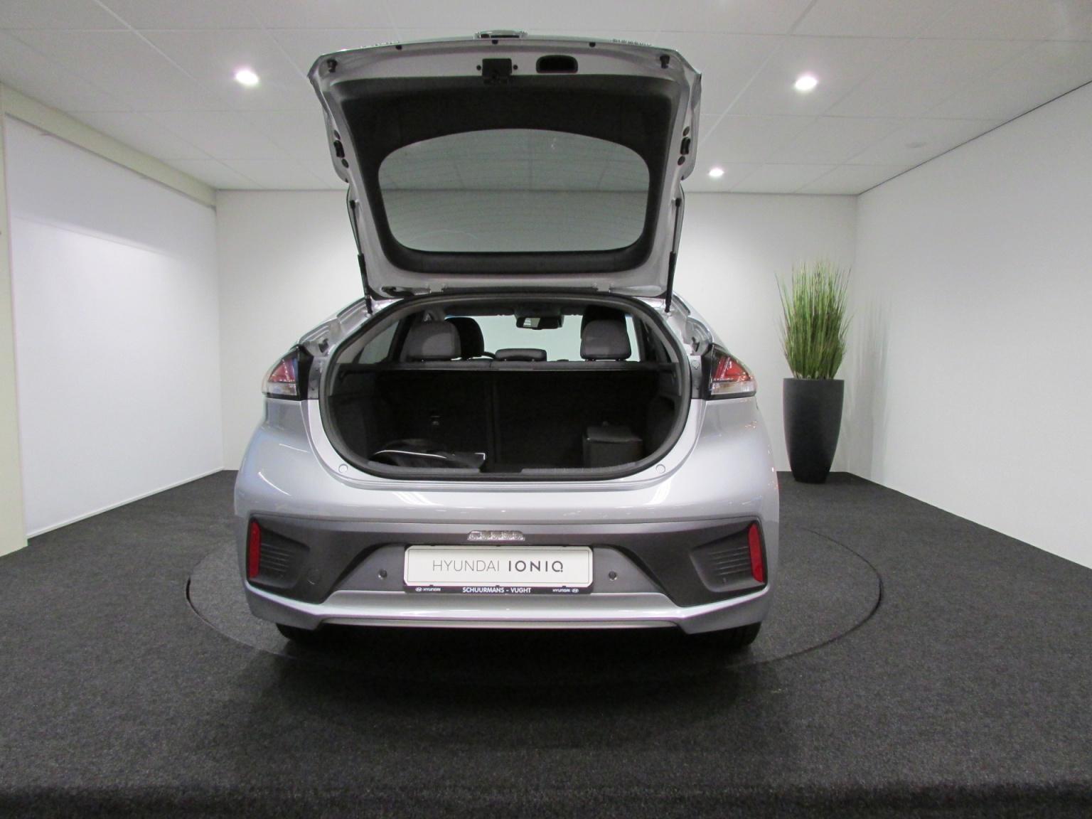 Hyundai-IONIQ-11